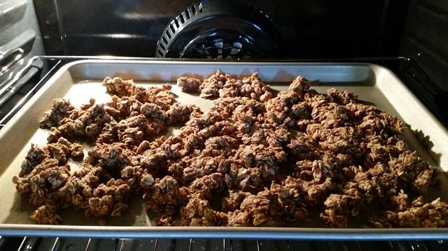 pumpkin-pie-granola-baking