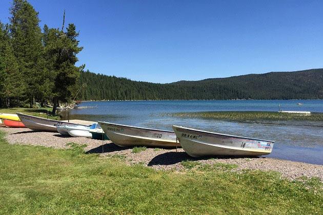 paulina-lake-boats